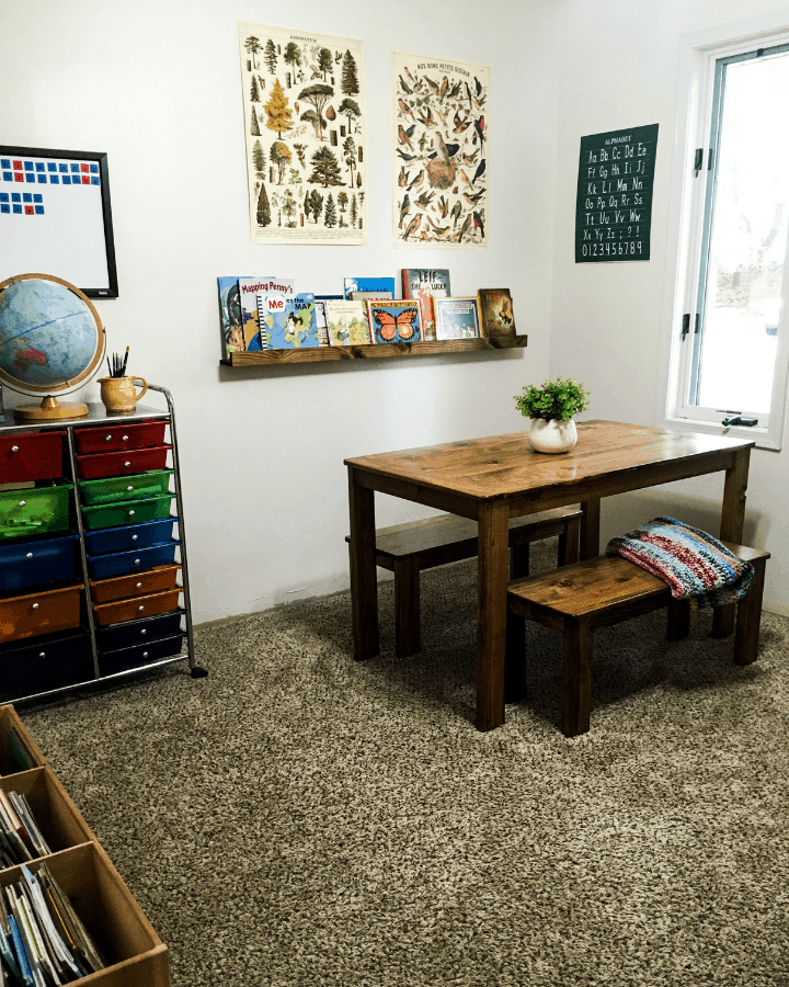 A small homeschool room idea if you are short on space.  This homeschool room was made by taking a spare bedroom and turning it into a small homeschool room.